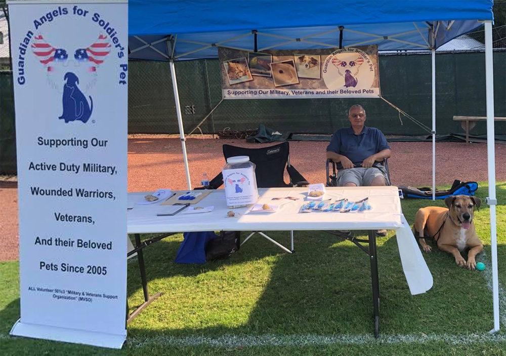 Tennessee Chapter manning Guardian Angel for Soldier's Pet display booth.